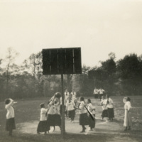 Basketball game between 1914 and 1915