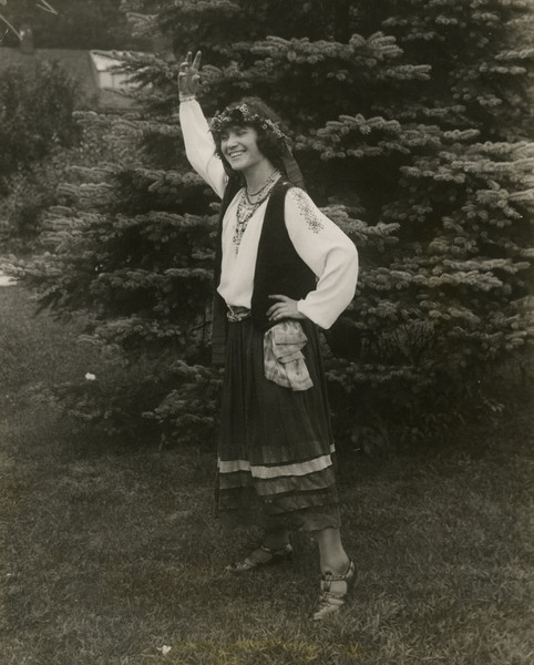 http://brynmawrcollections.org/Images/SSWWI_00060_BMC_f.jpg
